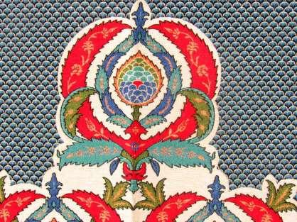 Seccade Kırmızı-Mavi Tonlarında Krem Renkte Hürrem Model Desenli Hediyelik Seccade
